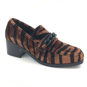 URBAN OUTFITTERS Animal Print Velvet Chain Loafers